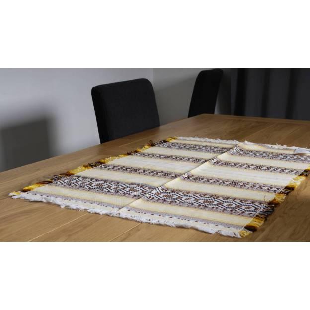 Chemin de table brodé en coton jaune